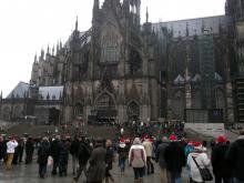 Weihnachtsmarkt-MassenMenschen am Kölner Dom (7.12. 2.013)