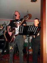 Einhorn beim letzten Song der Lesung in Gutenstetten (14.12 2.013)