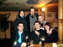 Homecoming pur: Mandy, Webmaster (und engster Freund von Autor Danny B Helm; hinten), Danny B Helm, Steve F., Marko- & Katja B. @Woodys, Schleiz (15.12. 2.013)
