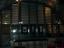 Der Lesungssaal von aussen. Moderne Architektur. Studentenclub Bärenzwinger, Dresden (16.12. 2.013)